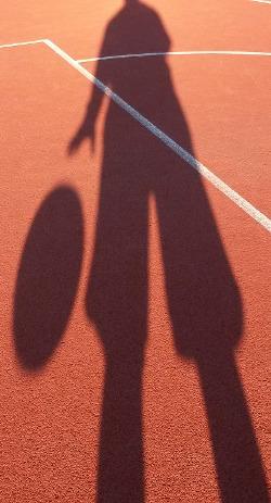 silhouette jouant au basket